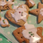 Kids make Christmas biscuits (Lebkuchen)