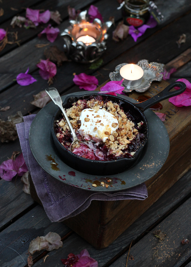 Plum and carob crisp