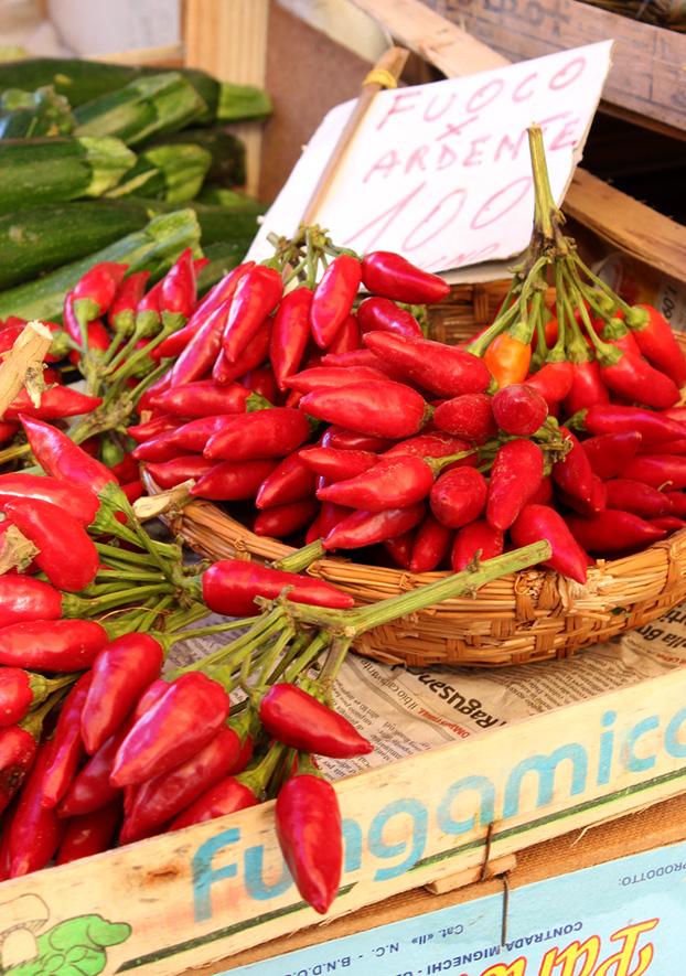 chilis in Ballero market Palermo