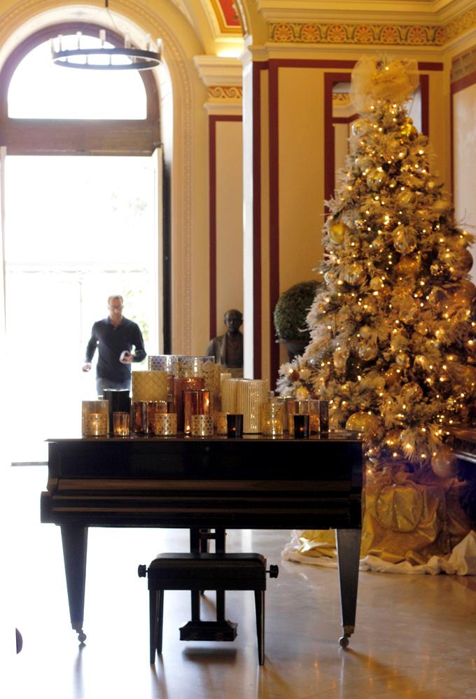 Palazzo Parisio, hall at Christmas